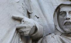 Statue in need of repair